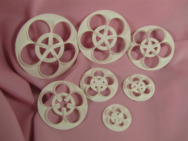 Rose cutters set of 7